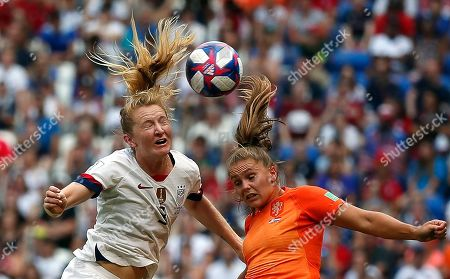 USA's Samantha Mewis (L) in action against Lieke Martens of Netherlands  during the final match between USA and Netherlands at the FIFA Women's World Cup 2019 in Lyon, France, 07 July 2019.