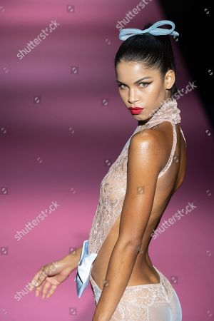 Stock Picture of Daiane Sodre on the catwalk