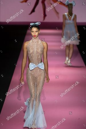 Daiane Sodre on the catwalk