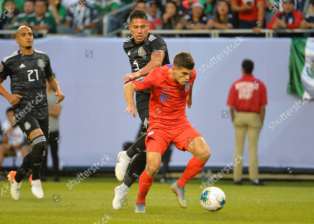 US midfielder, Christian Pulisic (10), and Mexico defender, Carlos Salcedo (3), fight for ball control during the CONCACAF Gold Cup, championship match, between the United States and Mexico, at Soldier Field in Chicago, IL. Credit: Kevin Langley/CSM