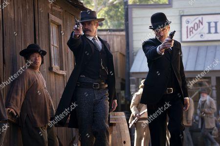 Timothy Olyphant as Seth Bullock and John Hawkes as Sol Star