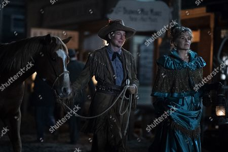 Robin Weigert as Calamity Jane and Kim Dickens as Joanie Stubbs