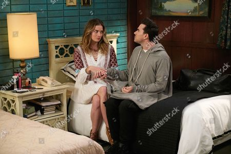 Annie Murphy as Alexis Rose and Daniel Levy as David Rose
