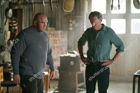 Ethan Suplee as D and Hugh Laurie as Eldon Chance