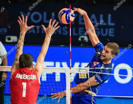 France's Trevor Clevenot (R) in action against USA's Matthew Anderson (L) during the Federation Internationale de Volleyball (FIVB) Men's Nations League match between France and USA at Credit Union 1 Arena in Chicago, Illinois, USA, 10 July 2019.