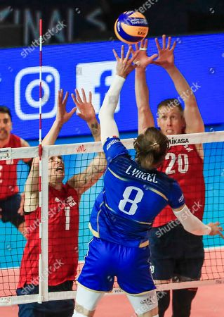 France's Julien Lyneel (C) in action against USA's Matthew Anderson (L) and USA's David Smith (R) during the Federation Internationale de Volleyball (FIVB) Men's Nations League match between France and USA at Credit Union 1 Arena in Chicago, Illinois, USA, 10 July 2019.