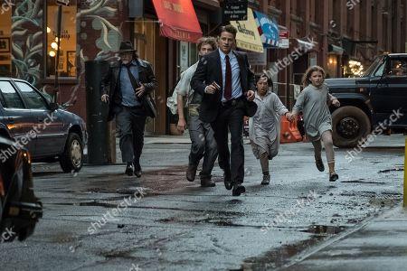 Donal Logue as Harvey Bullock and Benjamin McKenzie as James Gordon