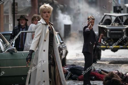 Donal Logue as Harvey Bullock, Erin Richards as Barbara Kean and Benjamin McKenzie as James Gordon