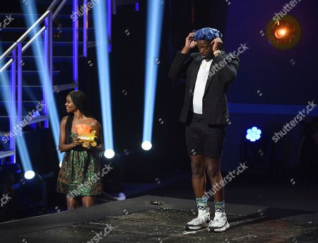 Dwayne Wade, Gabrielle Union. Dwayne Wade, right, puts on a shower cap in preparation for being slimed at the Kids' Choice Sports Awards, at the Barker Hangar in Santa Monica, Calif. Gabrielle Union, left, holds his legend award