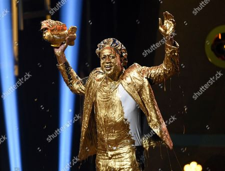 Dwayne Wade with the legend award is covered in gold slime at the Kids' Choice Sports Awards, at the Barker Hangar in Santa Monica, Calif