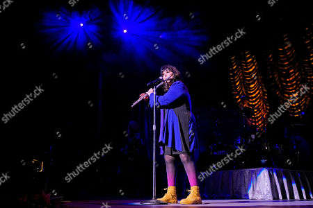 """Ann Wilson, of Heart, performs during the """"Love Alive Tour"""" at the Hollywood Casino Amphitheatre, in Chicago"""