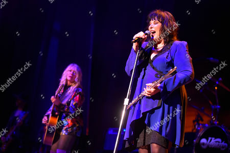 """Ann Wilson, Nancy Wilson. Nancy Wilson, left, and Ann Wilson of Heart perform during the """"Love Alive Tour"""" at the Hollywood Casino Amphitheatre, in Chicago"""