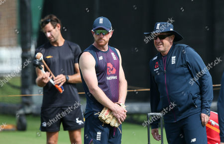 Trevor Bayliss (England Head Coach - R) and Paul Collingwood