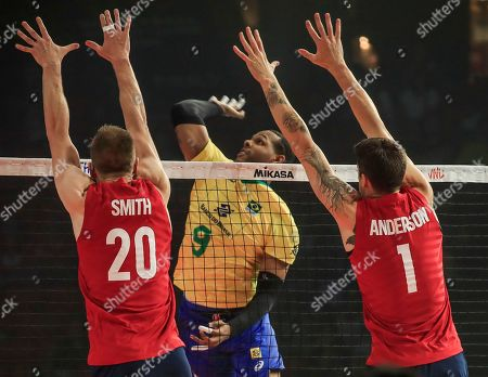 Brazil's Yoandy Leal Hidalgo (C) in action against USA's David Smith (L) and USA's Matthew Anderson (R) during the FIVB Volleyball Men's Nations League semifinal match between Brazil and the USA at Credit Union 1 Arena in Chicago, Illinois, USA, 13 July 2019.