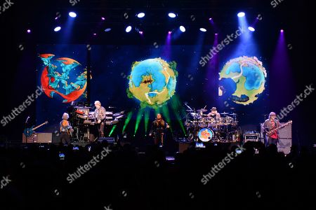 Steve Howe, Geoff Downes, Jon Davison, Alan White and Billy Sherwood