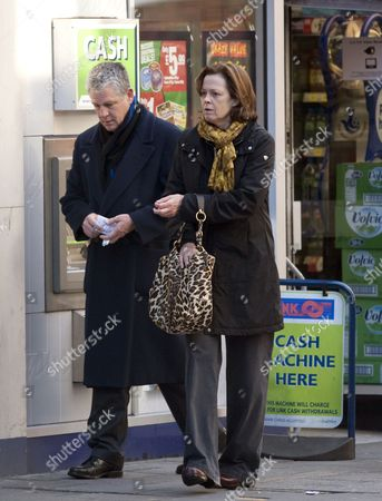 Sigourney Weaver hands money to husband Jim Simpson