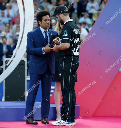 Kane Williamson (right) the New Zealand captain is presented the player of the tournament award by former India player Sachin Tendulkar