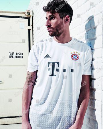Duesseldorf, Germany, 1. Football- BL,  FC Bayern Munich  Adidas Trikot Javier MARTINEZ (FCB) Foto: Poolfoto FCB