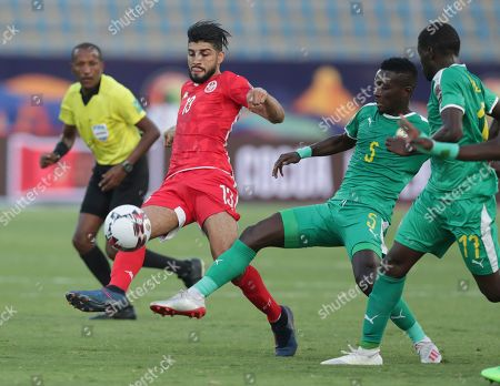 Tunisia's Ferjani Sassi, left, and Senegal's Idrissa Gana Gueye fight for the ball during the African Cup of Nations semifinal soccer match between Senegal and Tunisia in 30 June stadium in Cairo, Egypt