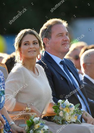 Princess Madeleine, Chris O'Neill
