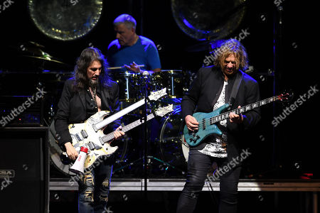 "Ron ""Bumblefoot"" Thal, Carl Palmer and Billy Sherwood"