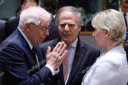 Spanish Foreign Affairs minister Josep Borrell (L), Italian Foreign Minister Enzo Moavero Milanesi (C) and Swedish Foreign Affairs Minister Margot Wallstrom (R) talk at the start of a EU foreign affairs Council (FAC) at the European Council in Brussels, Belgium, 15 July 2019. EU foreign ministers meet to discuss Iran's uranium enrichment and increasing tensions between Tehran and Washington.