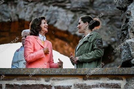 Queen Silvia, Crown Princess Victoria