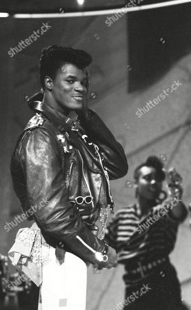 Jermaine Stewart performing with backing dancers