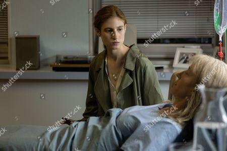 Agathe Bonitzer as Esther Vanhove and Aurélia Petit as Louise Vanhove