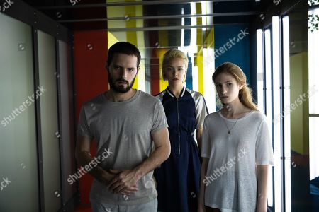 Hugo Becker as Paul Vanhove, Suzanne Rault Balet as Swann and Agathe Bonitzer as Esther Vanhove