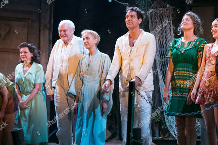 Finty Williams (Miss Fellowes), Julian Glover (Nonno), Lia Williams (Hannah Jelkes), Clive Owen (Reverend Shannon) and Anna Gunn (Maxine Faulk) during the curtain call