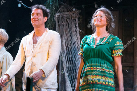 Clive Owen (Reverend Shannon) and Anna Gunn (Maxine Faulk) during the curtain call