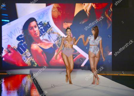 Ariadna Gutierrez and Courtney Smits on the catwalk