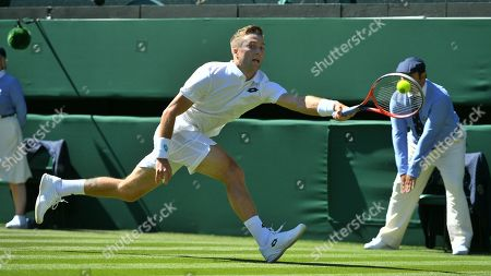 Liam Broady In Action The Championships Tennis Wimbledon 2018 Liam Broady (gbr) V Milos Raonic (can).