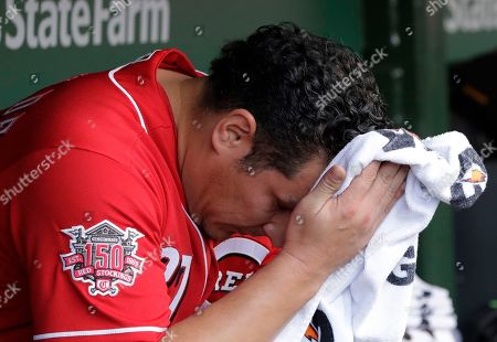 Cincinnati Reds relief pitcher David Hernandez wipes his face in the dugout during the seventh inning of a baseball game against the Chicago Cubs in Chicago