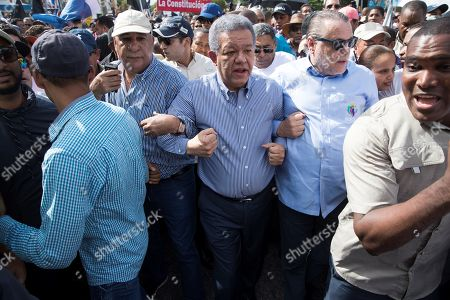 Former Dominican President Leonel Fernandez (C) leads a march in which hundreds of people participate against the possible constitutional reform that would allow again the re-election of current Dominican President Danilo Medina, in front of the National Congress, in Santo Domingo, Dominican Republic, 17 July 2019. Fernandez led this demonstration while strong rumors circulated that lawmakers related to Medina are preparing to submit to the Senate a draft constitutional reform to enable the president to participate in the elections of 2020. The issue of constitutional reform has caused a strong division in the bosom of the Party of the Dominican Liberation (PLD), a party that has held power since 2004, and has generated strong tensions in the National Congress.