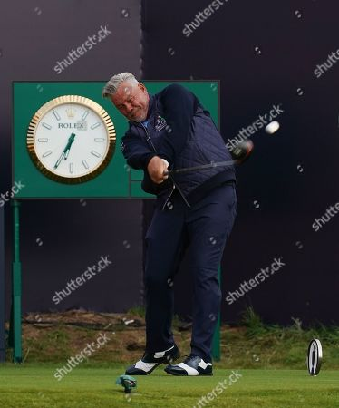 Darren Clarke plays the first tee shot in Game 1 of the 148th Open Championship.