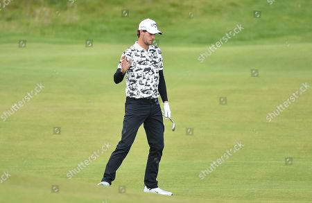Thomas Pieters acknowledges the crowd after his chip on the 2nd