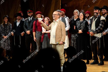Joel Grey and the cast of Fiddler On The Roof
