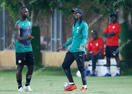Senegal's head coach Aliou Cisse, right, speaks to Senegal's Moussa Konate during training session in 30 June training compound in Cairo, Egypt, . Senegal will play against Algeria in the final of African Cup of Nations on Friday