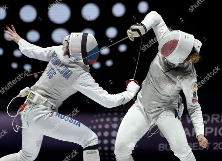 Inna Deriglazova of Russia (L) and Pauline Ranvier of France fight in the women's individual foil final of the FIE World Fencing Championships in Budapest, Hungary, 19 July 2019.