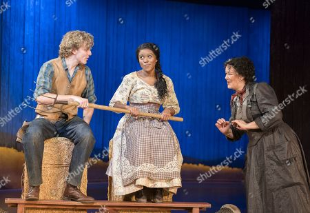 Hyoie O'Grady as Curly, Amara Okereke as Laurey, Josie Lawrence as Aunt Eller