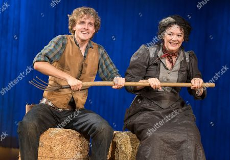 Hyoie O'Grady as Curly, Josie Lawrence as Aunt Eller,