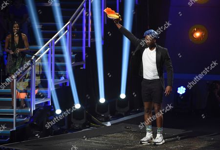Dwayne Wade, Gabrielle Union. Dwayne Wade, center, with the legend award prepares to be slimed at the Kids' Choice Sports Awards, at the Barker Hangar in Santa Monica, Calif. Gabrielle Union, left, watches on