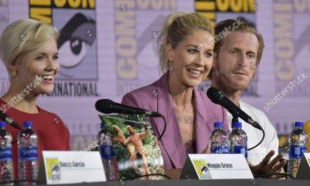 "Maggie Grace, Jenna Elfman, Austin Amelio. Maggie Grace, from left, Jenna Elfman and Austin Amelio participate in a ""Fear The Walking Dead"" Panel on day two of Comic-Con International, in San Diego"