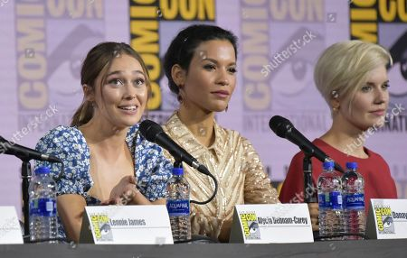 "Alycia Debnam-Carey, Danay Garcia, Maggie Grace. Alycia Debnam-Carey, from left, Danay Garcia and Maggie Grace participate in a ""Fear The Walking Dead"" Panel on day two of Comic-Con International, in San Diego"