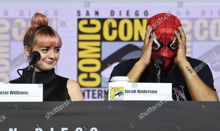 """Maisie Williams, Jacob Anderson. Maisie Williams, left, looks at Jacob Anderson as he puts on a Spider-Man mask during the """"Game of Thrones"""" panel on day two of Comic-Con International, in San Diego"""