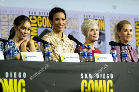 Alycia Debnam Carey, Danay Garcia, Maggie Grace and Jenna Elfman