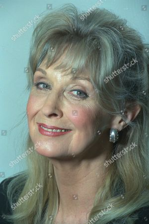 Stock Image of Nyree Dawn Porter 3674 5096 1631 1221 Daily Mail 22/11/95 -1 Barham Nyree Dawn Porter