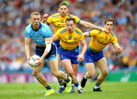 Dublin vs Roscommon. Dublin's Paul Mannion followed by Fintan Clegg, Niall Kilroy and David Murray of Roscommon